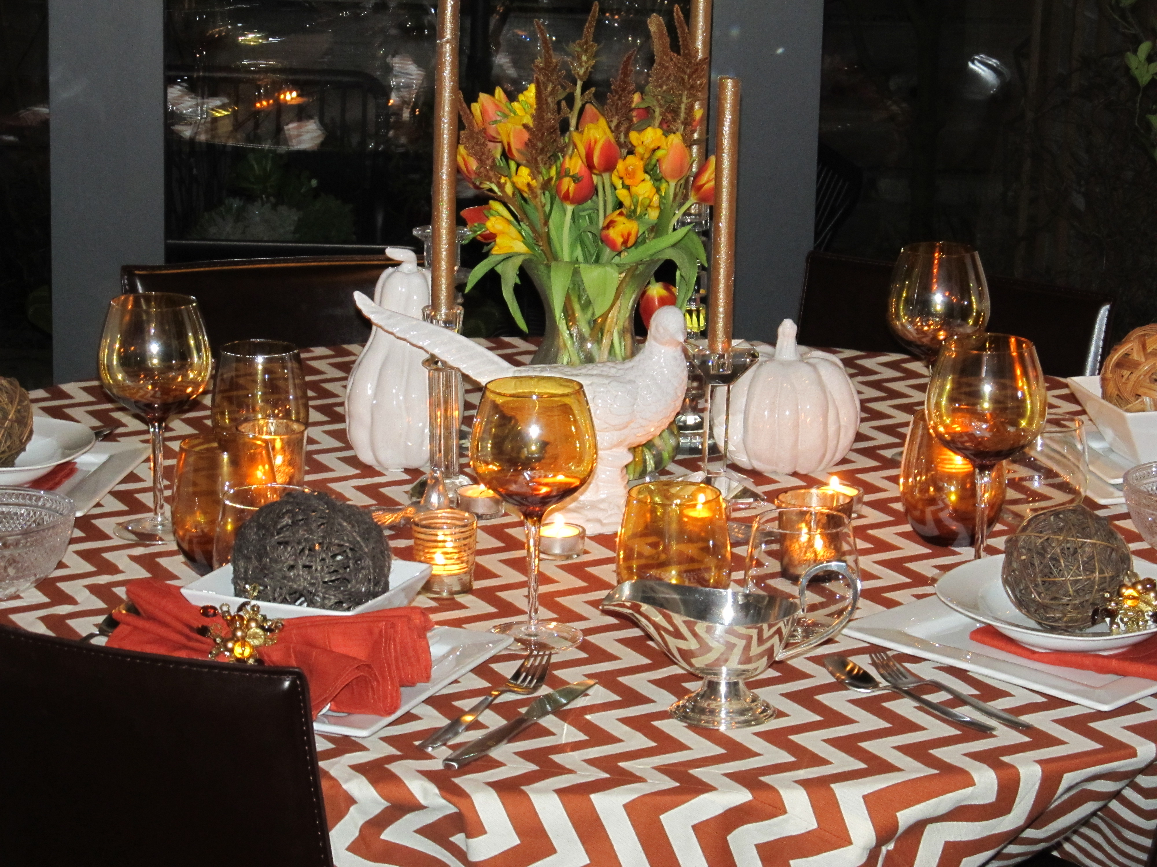 Thanksgiving table settings courtney out loud for Thanksgiving dinner decoration ideas