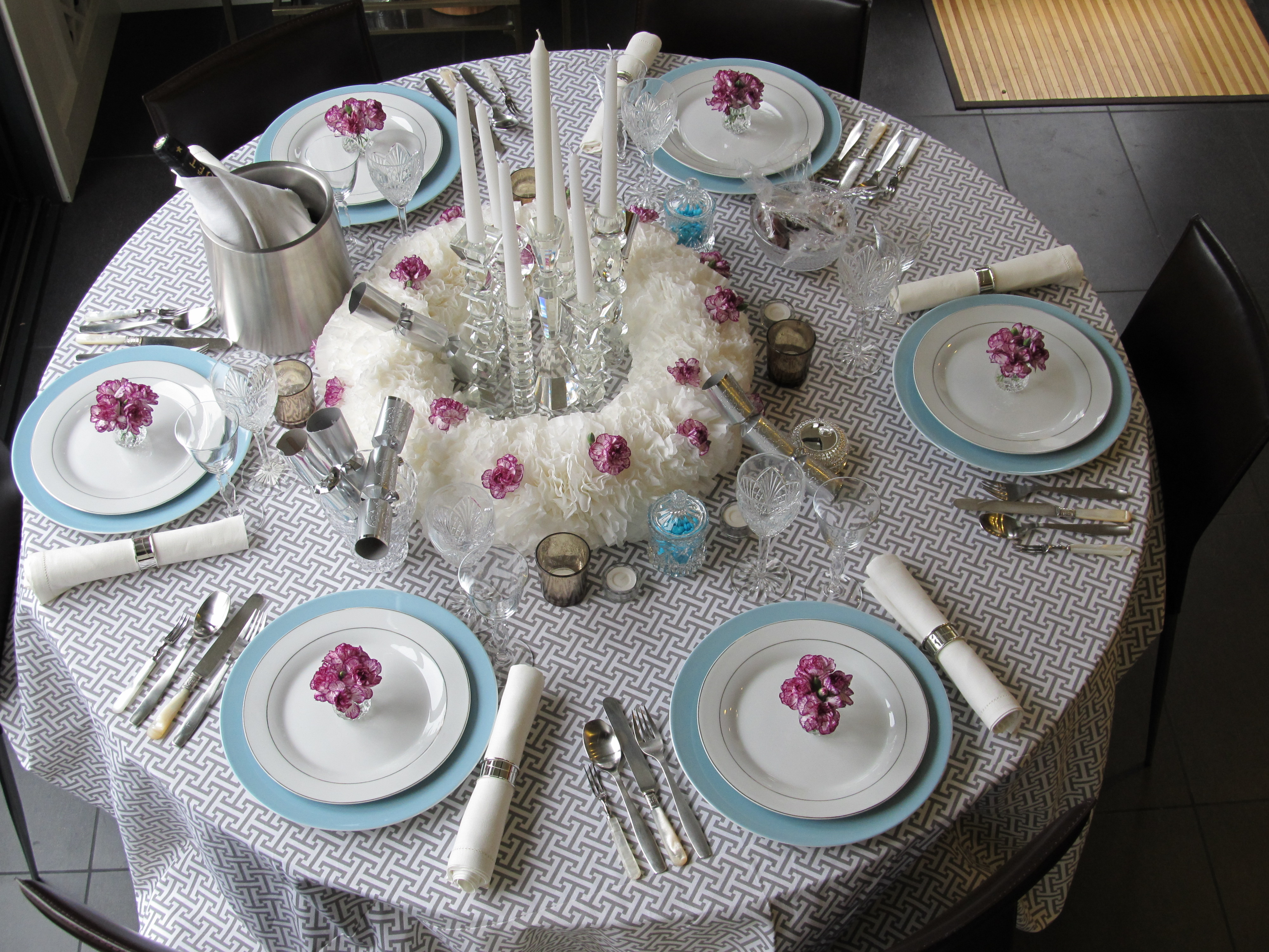 New year s eve dinner party table setting courtney out loud Dinner table setting pictures